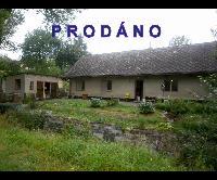 Prodej vesnického domku 3+1/G na pozemku o výměře 1230 m2 v klidné obci Komárov u Hořovic