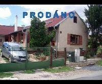Prodej hezkého RD  3+1, pozemek 411 m2, po rekonstrukci, včetně nábytku, Újezd, okr. Beroun