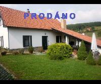 Prodej rodinného domu 3+1, poz. 564 m2, velká garáž s dílnou a kanceláří, venkovní krbové posezení, Měňany,
