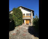 Prodej dvougeneračního rodinného domu 6+2, pozemek 1031 m2, garáž, zahrada, bazén, Cerhovice